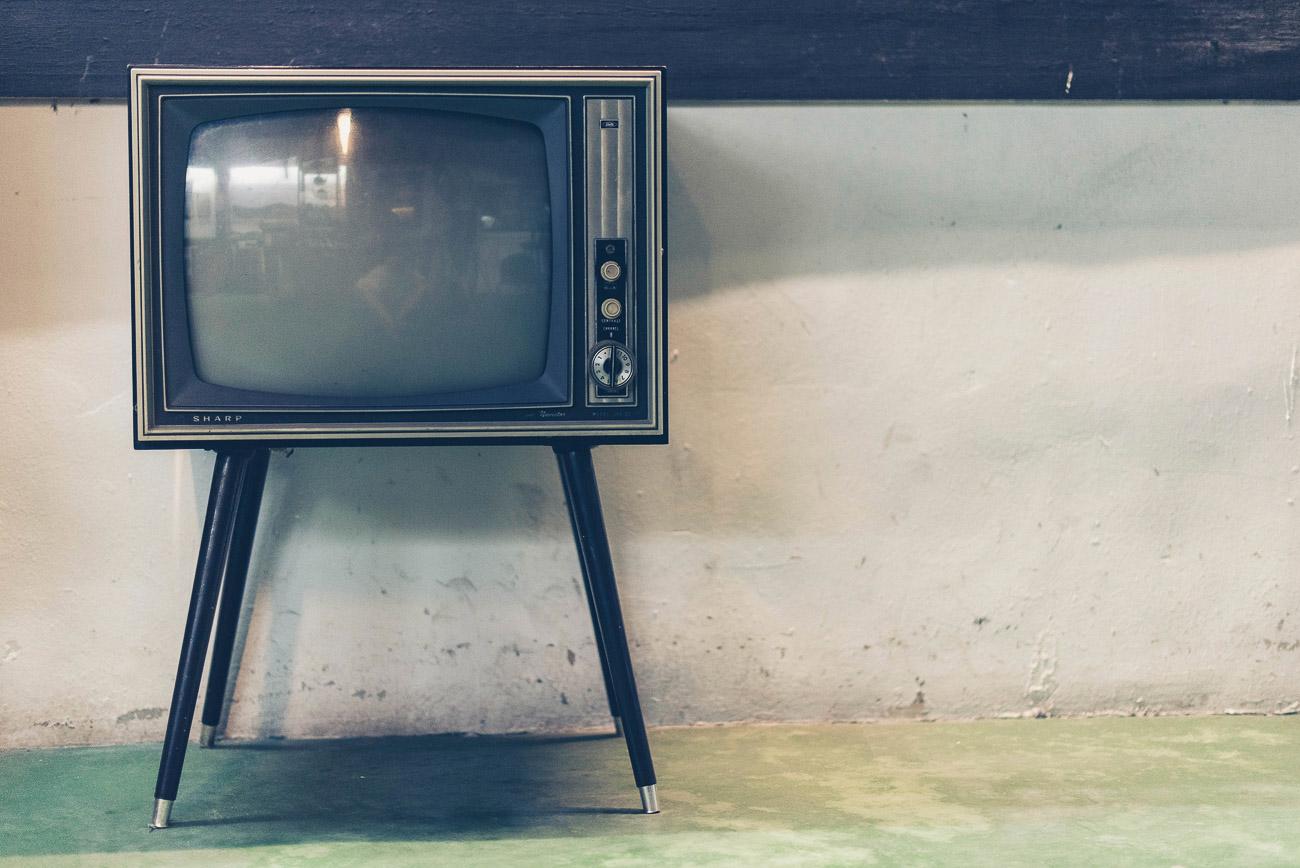 Telewizor w nauce języka obcego - czy warto?